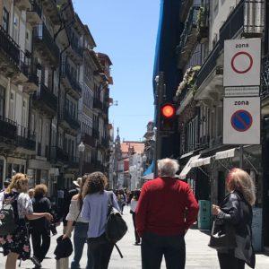 ポルトガルのポルト駅前、レストラン通り