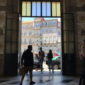 ポルトガルのポルトにある、アズレージョが美しいサンベント駅