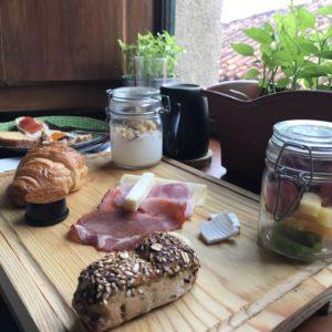 カミーノ「ポルトガル人の道」ポルトのThe House of SANDEMANの朝食