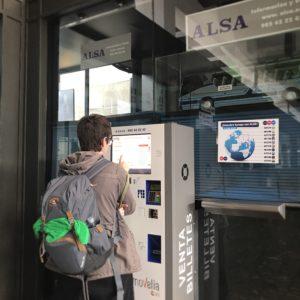 サンティアゴからポルトへのバスチケット購入のためバスステーションへ
