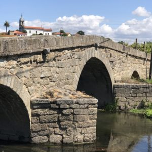 カミーノ「ポルトガル人の道」川にかかる石橋