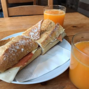 カミーノ「ポルトガル人の道」MosのカフェFlora